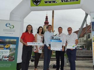 Startbereit:Organisatoren Luttenberger und Stumpf mit den Bürgermeistern Winkelmaier, Reisenhofer und Hammer (v.l.).