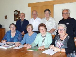 Sitzend: Eleonora Donninger, Renate Kager (Kassenverwaltung), Renate Kager (Schriftführerin), Elisabeth Dolezal, stehend: Rudolf Guttmann, Rudolf Donninger, Hannes Kager und Alfred Dolezal