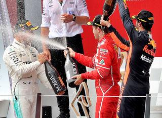 Siegerbild: Bottas feiert mit Vettel und Ricciardo. Foto: GEPA pictures/Oberlaender