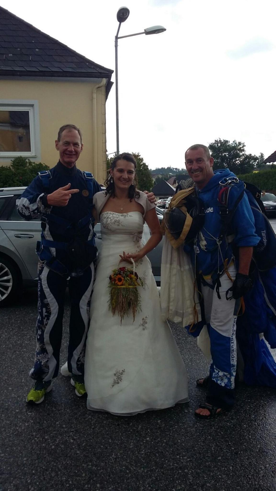Fallschirmspringer Crashten Hochzeit Gmund