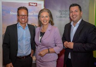 Wirtschaftslandesrätin Patrizia Zoller-Frischauf mit Marcus Hofer (Standortagentur Tirol, re.) und Peter Koch (li.), der mit der Schweizer Martin Global AG im sechsstelligen Eurobereich in das Tiroler Unternehmen Cubile Health investierte