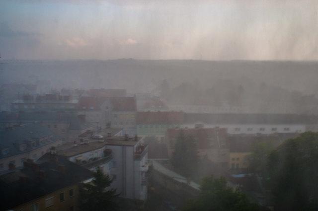 Hier setzt Hangel und Starkregen mit Sturm ein.