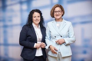 Gemeinderätin Claudia Hofbauer mit Landeshauptfrau Johanna Mikl-Leitner.