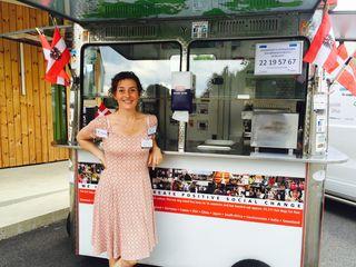 Die Dänin Fanny Posselt lebt ihren Traum: Mit ihrem Hotdog-Wagen ist sie für wohltätige Zwecke weltweit unterwegs.