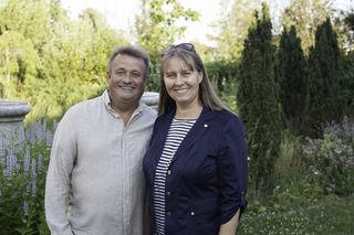 Erich Stekovics übergibt nach zehn Jahren seine Namensliste an Mag. Karin Hild.