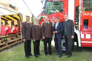 Landeshauptmann-Stellvertreter Michael Schickhofer (2.v.r.) ist Träger des Ehrenzeichen 'Groß Silber' des Landesfeuerwehrverbandes Steiermark.
