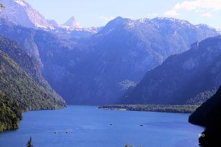Ausblick über den Königssee in Richtung Wallfahrtskirche St. Bartholomä, Berchtesgardner Land, Berchtesgardner Alpen