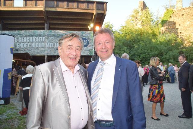 Richard Lugner mit Bürgermeister Martin Falk.
