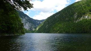 Der geheimnisumwitterte Toplitzsee misst an seiner tiefsten Stelle 103 Meter.