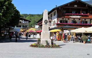 Hotel Königssee, Statue errichtete die Gemeinde Königssee seiner KGL Hoheit dem Prinzregenten Luitpolt von Bayern zu seinem 80. Geburtstage aus Dankbarkeit in Ehrfurcht gewidmet 1821 - 19 H.