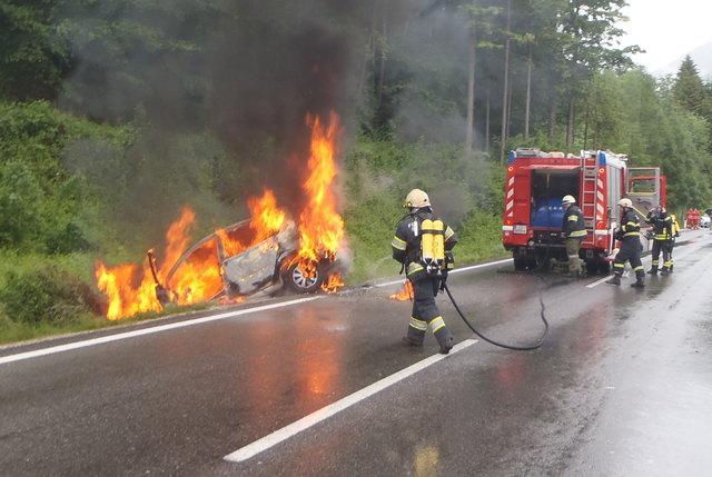 Am 30. Mai 2016 verunfallte Josef Strassmair mit seinem Fahrzeug und wurde von einem Unbekannten aus dem brennenden Fahrzeug gezogen.