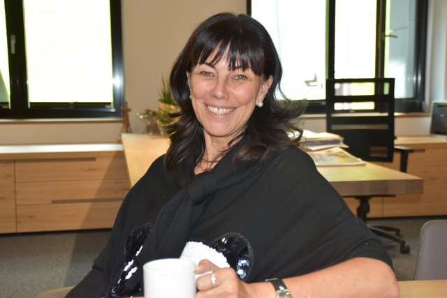Martha Schultz ist eine erfolgreiche Zillertaler Unternehmerin, die in Olympia 2026 eine Chance für Tirol sieht.