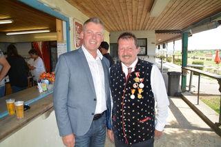Bürgermeister Andi Peck mit Horst Thyringer