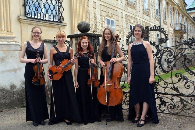 Alverina Streichquartett: Veronika Kahrer, Magdalena Bernhard, Martina Miedl, Alexandra Kahrer, Elisabeth Plank.