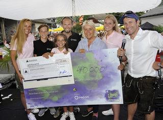 Heide Janik, Obfrau der Salzburger Kinderkrebshilfe, durfte eine Spende über 50.000 Euro entgegen nehmen.