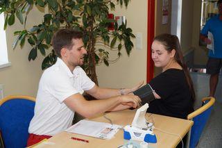 Bevor es zum Blutspenden geht, gibt's einen Vorabcheck.