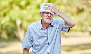 Bei Kreislaufproblemen helfen feuchte Tücher.