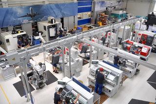 Vertreter der Wirtschaftskammer machten sich kürzlich ein Bild von der RO-RA Aviation Systems GmbH in Schörfling.