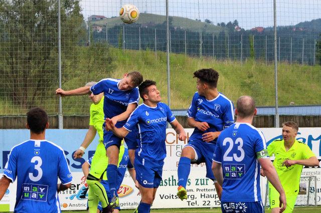 Die Köflacher (blau) holten sich den Sieg beim Westcup in Voitsberg, der einem guten Zweck diente.