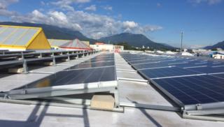 Das Dach des Ex-OBI-Marktes wurde in ein Kraftwerk umgewandelt.