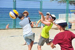 Beim Volleyballturnier powerten sich die Teilnehmer so richtig aus.