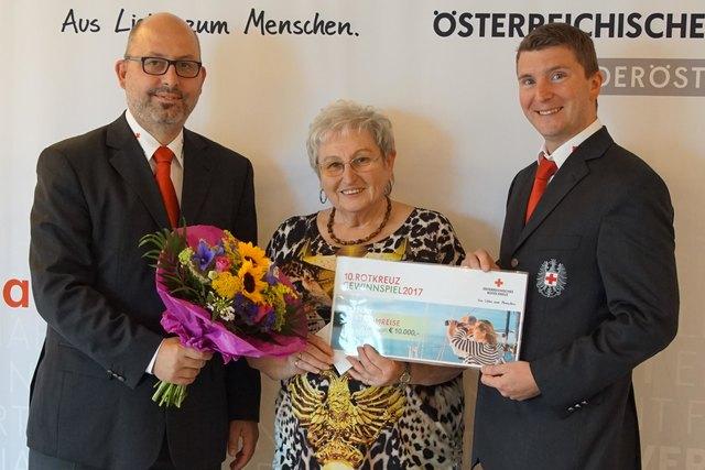 Bezirksstellenleiter Gerald Czech, Maria Grusch und Bezirksstellenleiter Stellvertreter Thore Zahradniczek.