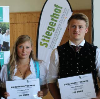 Ausgezeichnete Schüler: Lisa-Marie Franz und Jakob Salbrechter vom Stiegerhof