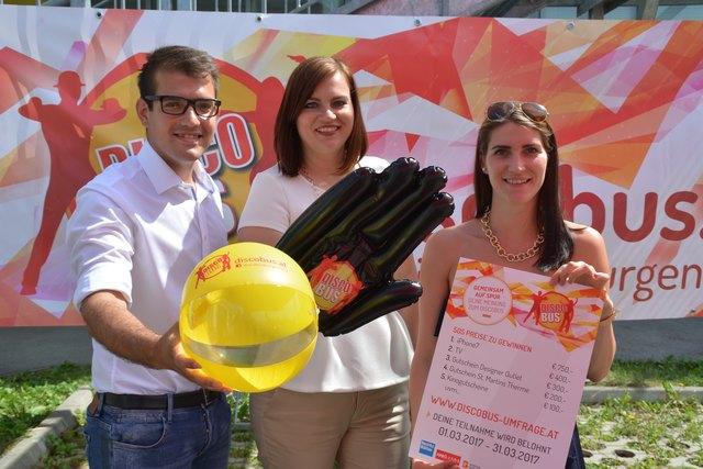Obmann Kilian Brandstätter, Jugendlandesrätin Astrid Eisenkopf und Ramona Pfneiszl, GF Verein Discobus, präsentierten die Ergebnisse der Discobus-Umfrage