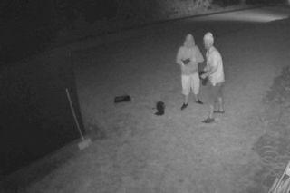 Eine Überwachungskamera knipste das Brüderpaar.