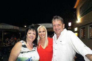 Anneliese Tonitz (li.) mit Sabrina Sternjak und Robert Tonitz.