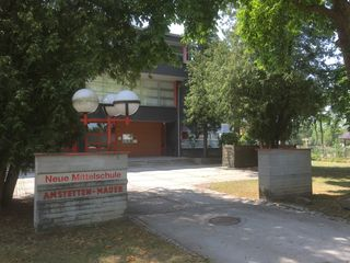 Der Eingang zur Mittelschule Mauer: Um den Standort sind heftige Diskussionen entbrannt.