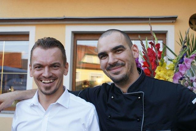 Lukas Makovsky und Michal Bancej (v.l.) zeigten sich dankbar für die Treue.
