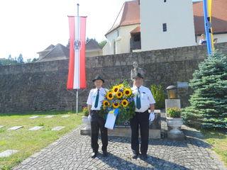 Kranzniederlegung beim Kriegerdenkmal