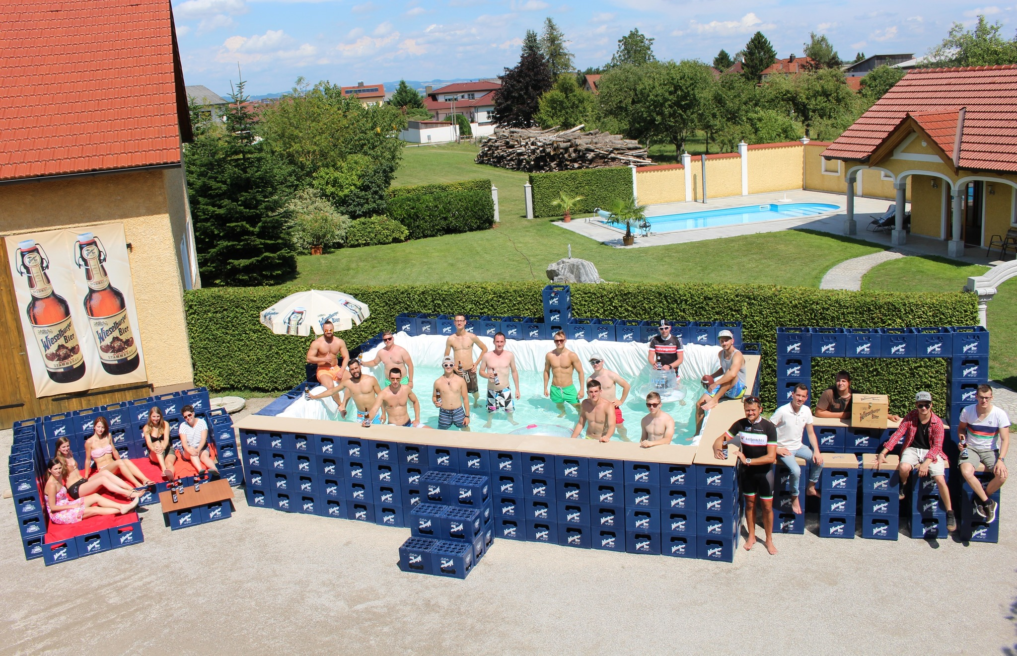 ennsdorfer bauten pool aus bierkisten - enns