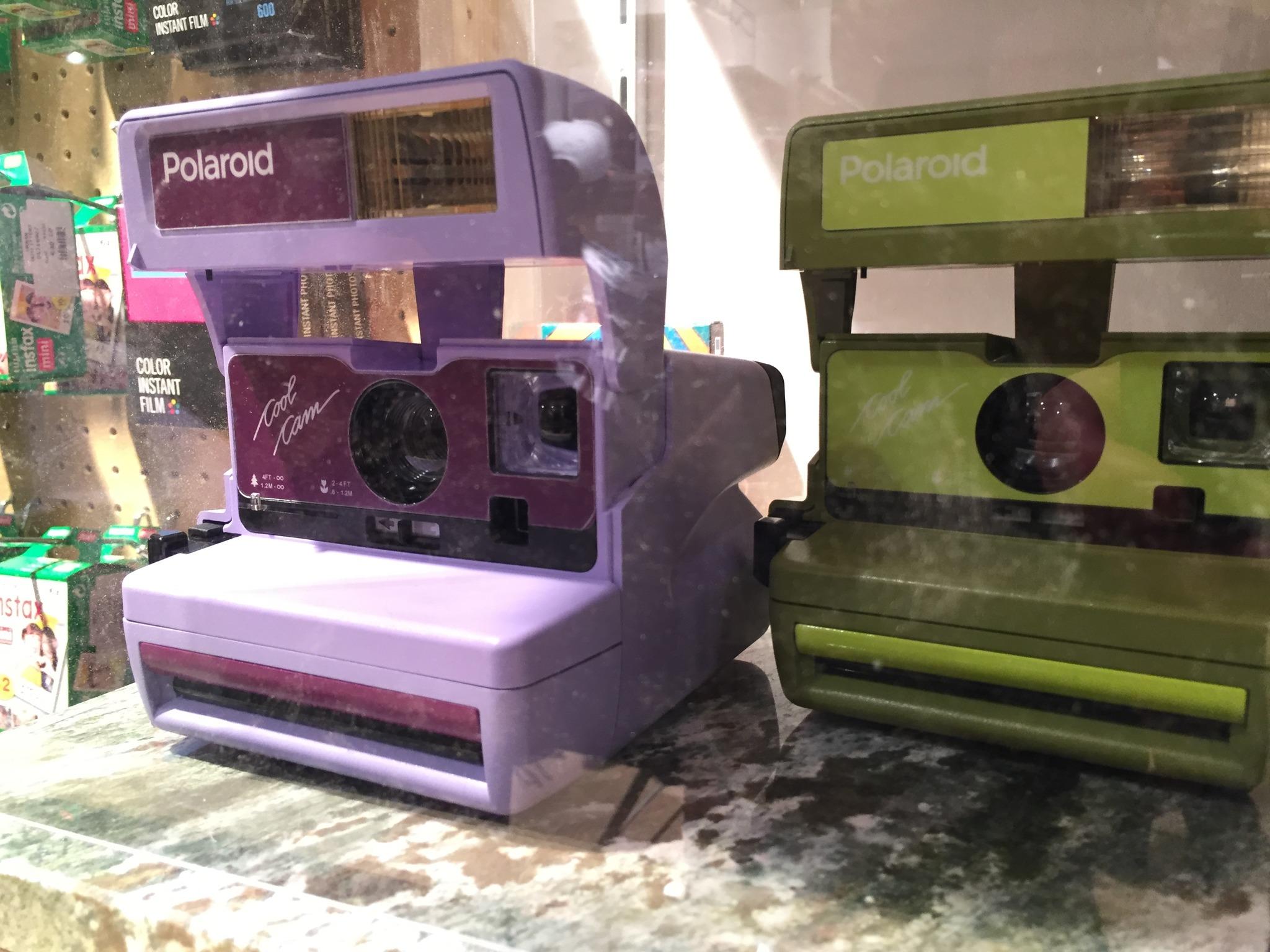 Polaroid Camera Urban Outfitters Uk : So hip war die eröffnung von urban outfitters in wien wien