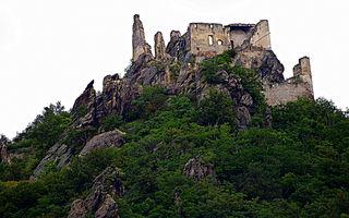 Die Ruine Dürnstein ist ganzjährig frei zugänglich. Wer erst einmal die romantische Ruine erklommen hat, der wird mit einem prachtvollen Panoramablick belohnt.  VIDEO...https://youtu.be/QVhonKeX3qY