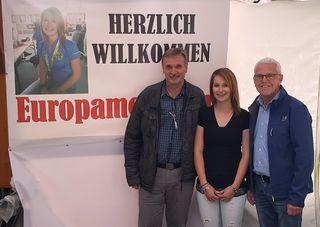 Bürgermeister Gottfried Mandler, Gold-Gewinnerin Melissa Reinprecht, SPÖ-Landtagsabgeordneter Alfred Tiefnig