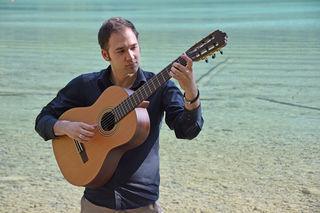 Hannes Wallners Leidenschaft ist die Gitarre. Er bringt nun eine Latin-CD auf den Markt
