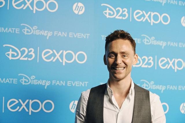 Tom Hiddleston macht Benedict Cumberbatch nach!