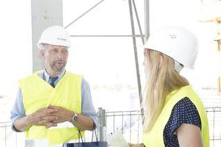 Bauherr Eberhard Eichler bei der bz-Baustellenbegehung.