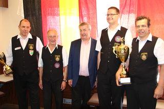 Bei der Siegerehrung: Bürgermeister Helmut Laab (mi.) mit Gerhard Kostistansky, Kurt Mastny, Roland Schoklitsch und Thomas Freudenthaler.