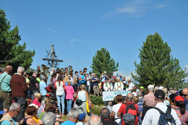 Das Alm- und Bergfest in Hochoetz startet mit einer heiligen Messe am Roten Wandl.