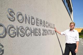 Peter König, NÖAAB-Bezirksobmann, spricht sich klar für den Erhalt der Sonderschulen aus.