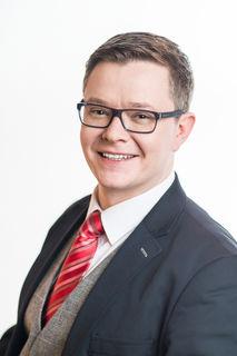 Géza Molnár (FPÖ) kritisiert die Rolle von Hans Peter Doskozil als Polizeidirektor während des Höhepunkts der Flüchtlingswelle.