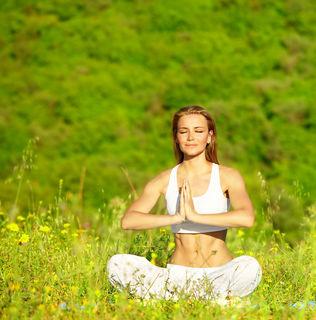 Yoga bewirkt Bewusstseinsveränderung und hilft an der eigenen spirituellen Entwicklung zu arbeiten.