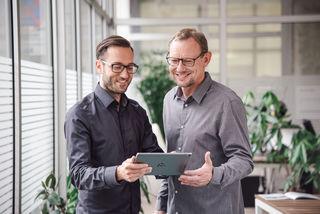 """Team: Die """"CodeFlügel""""-Geschäftsführer Claus Degendorfer und Stefan Mooslechner (v. l.)"""