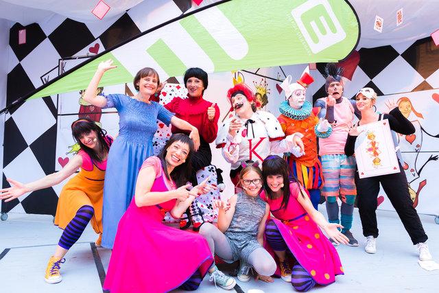 """Begeistert großes und kleines Publikum: """"Alice im Wunderland neu erträumt"""", die diesjährige """"Märchensommer""""-Produktion"""