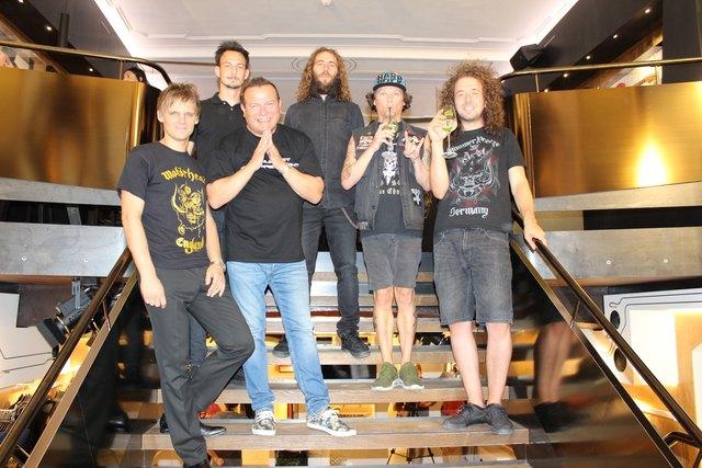 """Hard Rock Café Marketingleiter Andreas Franzelin (l.) mit Klaus Schubert und """"Insanity Alert"""""""