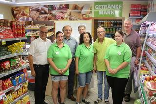 Alois Reinisch feierte mit Bgm. Johann Hiden und Diakon Ralf Höfer die Eröffnung seines Geschäfts.