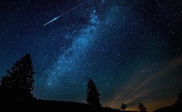 Außerhalb der Stadt sind die Sternschnuppen noch besser zu sehen.